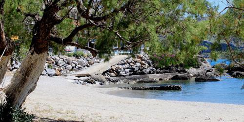 Hotel On the Rocks Crete plakias beach